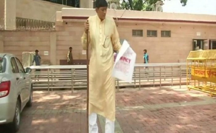 Tall order: India's tallest man seeks financial support from UP CM for medical treatment